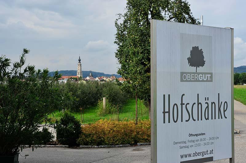 Hofschänke OberGut mit Blick auf Braunau